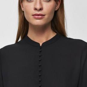 Fin skjorte str 40 - brugt et par gange - sælges for 150kr inkl porto