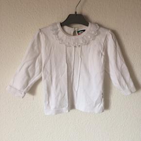 Joha - bluse Str. 80 Næsten som ny Farve: hvid Lavet af: 100% bomuld Køber betaler Porto!  >ER ÅBEN FOR BUD<  •Se også mine andre annoncer•  BYTTER IKKE!