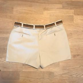 Købt i genbrug men er alt for store ville gætte på en størrelse large eller stor medium men super fede shorts:))