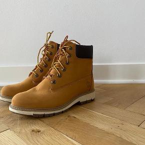 Flot og fuldstændig ubrugt vinterstøvle fra Timberland. Model med superflex-sål. Støvlen sidder som en drøm, virkelig god stød-absorbering. Købspris Kr. 1400,-. Sælges for Kr. 450, -.