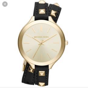 Sælger dette smukke armbåndsur i læder fra Michael Kors! Det er i rigtig god stand og meget velholdt, da jeg har passet godt på det.  Du er velkommen til at skrive til mig på 20682091 for flere billeder eller spørgsmål :-)