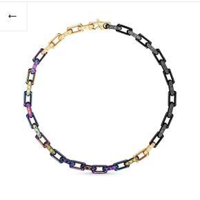 Her ses den eftertragtet Louis Vuitton x virgil abloh, udsolgt i hele verden!   Jeg er så heldig at eje en, kæden er lavet af metal med Louis Vuitton logoer all over.  Alt OG haves  Mp er 7000kr, da jeg kan sælge den lige nu og her for 2500$ til stockx og de går for op imod 15.000kr på grailed,eBay osv