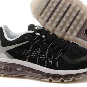 Nike sko  Str 36  Sælges da de dsv er for små  Sælges idag til 250!!!