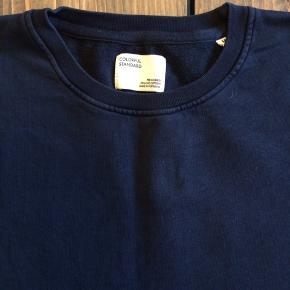 Klassisk mørkeblå sweat fra Colorful Standard. Fin stand - vasket nogle gange.