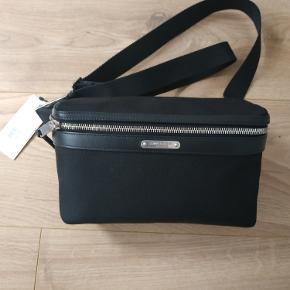 Helt nye Saint Laurent Leather-Trimmed Canvas Belt Bag