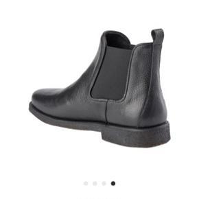 Støvlerne har ingen fejl/mangler, og fremstår pæne. BYD!! Spørg endelig for flere billeder:))