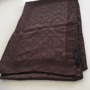 Brunt Gucci silke tørklæde. Kvitteringen haves ikke længere.