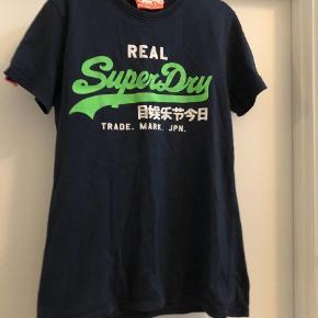 Varetype: T-shirt Farve: Blå Prisen angivet er inklusiv forsendelse.  100% bomuld