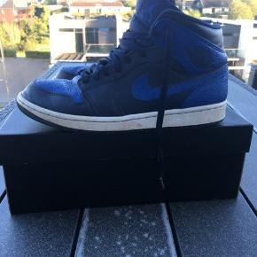 Air Jordan 1 Royal  Str 44 (10) HH 800 Bin 1000 Mp: 600 så det sku tid jeg bliver nød til at sælge dem, de er dsv belvet for små Håber de finder en ny ejermand  De skal lige have en god rens så er de så gode som nye