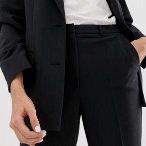 Short i suitpants stil Fejl køb, helt nye stadig med mærke på💙  Str. S fitter som på billeder
