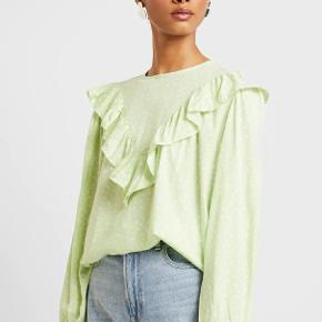 Fin bluse. Ny med prismærke:)