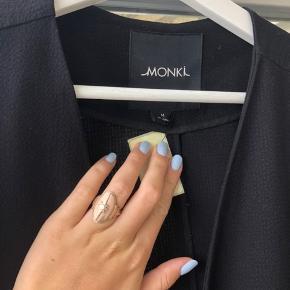 Rigtig flot overgangsjakke men kan også bruges som blazer. Brugt få gange    #Secondchancesummer