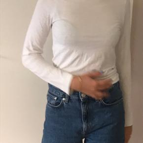 hvid turtleneck langærmet trøje. Str. s.