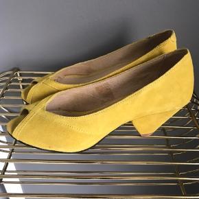 Fine sko, aldrig brugt kun taget prismærke af. Svarer fint til str 36.