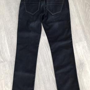 Helt nye jeans 32/32 pris 350kr Helt nye knickers pris 300kr  Tag begge og jeg betaler fragten