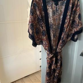 Six Ames kimono