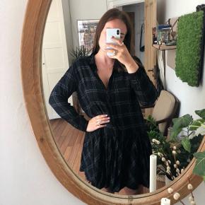 Fineste kjole i sort/hvid med tern 🌸