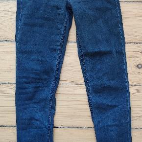Acne Studios jeans - model: skin 5 pistol black   Str 28/32   7/8 længde m lynlås bagtil