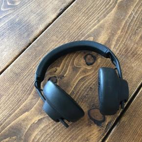 AIAIAI TMA-2 H6  Virkelig god hovedtelefon fra AIAIAI, med trådløs forbindelse. Delene kan skiftes ud til andre dele. Disse var bedst for mig, er sikker på at du vil kunne lide dem.   Købt i maj 2019
