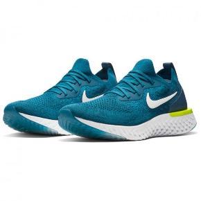 Sælger disse næsten nye Nike Epic React Flyknit. Str. 44 1/2. Det var meningen de skulle afløse mine gamle sko, men det er aldrig sket, hvorfor jeg nu sælger dem. De er brugt et par gange og fremstår som nye.