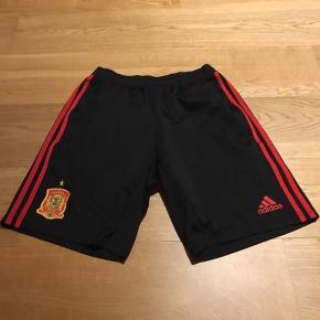 Sælger et par Spanske Adidas fodboldshorts, som er blevet brugt meget lidt.