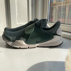 Grønne Nike Sock Dart str. 40. Passer en str. 38/39