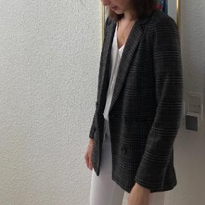 "Vild cool ""oversize"" lokked blazer fra Neo Noir."