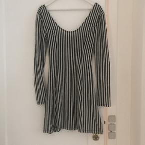 Stribet kjole fra Sparkle & Fade i str. L.