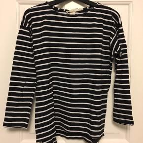 H&M Anden overdel, Næsten som ny. Sølyst - H&M L.O.G.G sweatshirt i str. M - brugt få gange.. H&M Anden overdel, Sølyst. Næsten som ny, Brugt og vasket et par gange men uden mærker eller skader