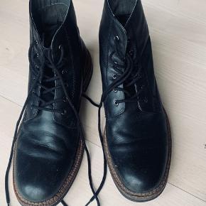 Flotte støvler i str 44 sælges Brugte med stadig fin stand  Mp kun 175kr