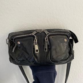 Núnoo taske, Stine washed i sort læder. Næsten ikke brugt. Den fejler intet.