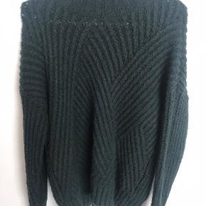 Sælge denne mørkegrønne sweater fra only i størrelse S. Jeg har brugt den meget men fungere stadig :)