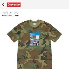 Sælger denne fede t-shirt der lige er droppet idag. Med supreme vanvittigt supreme sticker og supreme handsker  Har online kvittering osv.🙂