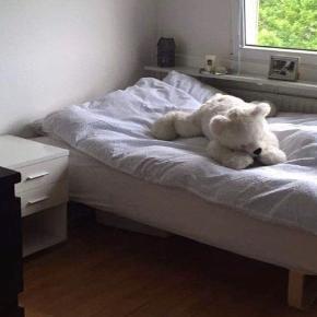 140x200 seng med topmadras og ben Sælges grundet køb af større seng