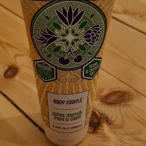 Human+Kind Body Soufflé, 200 ml. Vegan & cruelty free ALDRIG brugt.