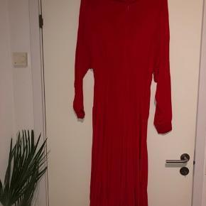 Super fed kjole fra weekday
