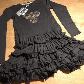 Ny skøn Hummel kjole, model Donna, som min datter ikke fik brugt. Ny med mærke. Str 152.   Mp 200pp
