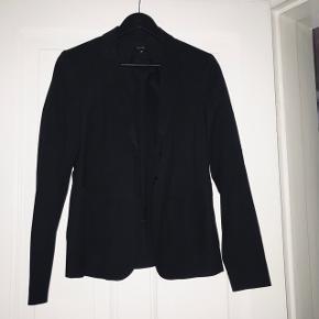 Whiite blazer
