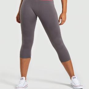 Helt nye tights fra Gymshark - sælges da jeg skal have en L, og disse desværre er for små.  200kr - kan afhentes i Aalborg eller sendes med DAO ☀️