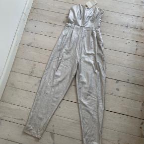 Ny flot sølv glimmer buksedragt st 34