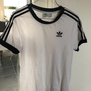 Sælger min Adidas T-shirt, da jeg ikke bruger den eller kommer til. Np: kan ikke huske Mp: 50kr