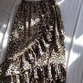 Love & Divine nederdel
