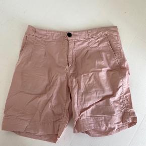 InWear shorts i str. 36. De er en smule brugt, men har ikke tydelige tegn på det.
