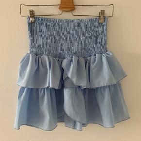 Sælger denne nederdel fra Neo Noir i str s. Den har aldrig været brugt og er derfor stadig med prismærke.