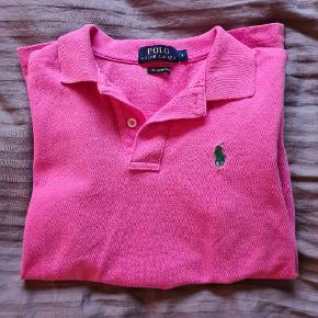 Pink polo fra Ralph Lauren, i en str small brugt få gange