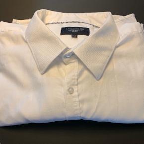 Flot klassisk skjorte. Kun renset og fin stand.