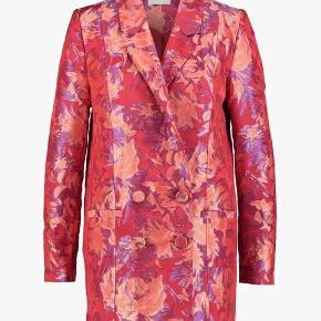 Helt ny blazer jakker i det smukkeste stof fra Gestuz. Nypris 2500 Str. 36