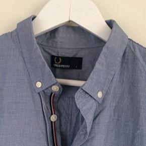 Skjorte i fin stand, 100% bomuld.