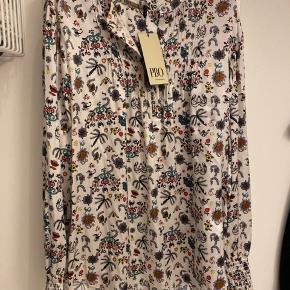 Helt ny ægte silke skjorte. Nypris 1399 kr.