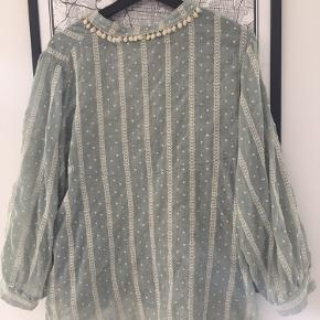 Sød bluse købt i Tokyo i Zara - brugt 2-3 gange